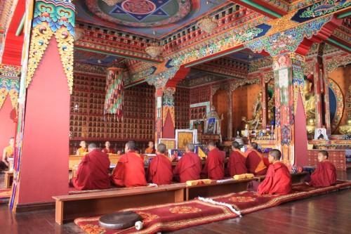 到着した寺はチベット仏教のもの。台湾からの寄付らしい。はて。