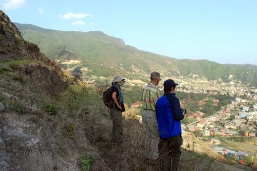 他のゲストと一緒に近くの寺まで小一時間散歩