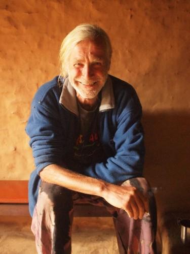 もう1人。いついて4年「ファミリー」となったオランダ人のテーヨ。ペインターでもあり柱は彼の作品。やわらかい雰囲気で世界中を旅した話を聞かせてくれた。