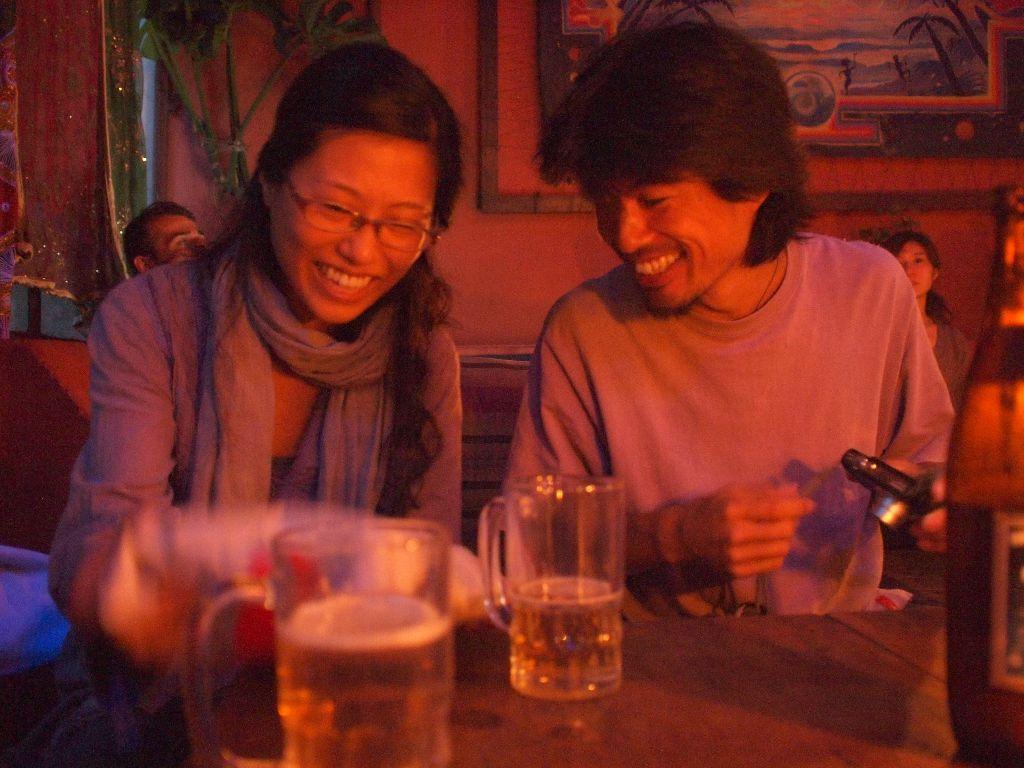ポカラでお会いした世界旅行3年目の大先輩、カモ夫婦。意気投合しポカラに引き続き2回目の会合。またしこたま飲んだ。