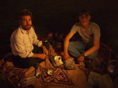 マットじゃなくてペルシャ絨毯でピクニック、ナイス