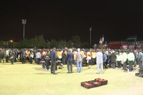 月明かりの下真っ暗なグランドで垣間見た世界最高の祭典を支えるスタッフ達の現状。