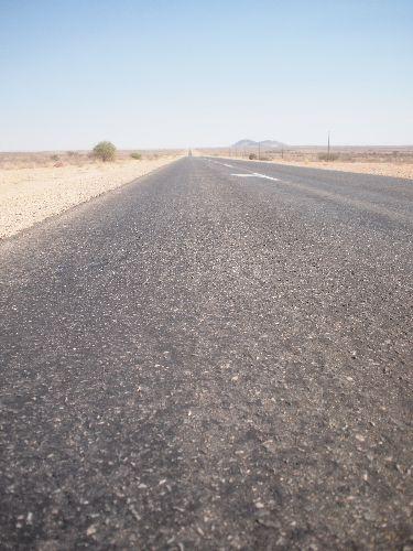男子力テスト in ナミビア②「荒野のど真ん中でエンジンかからなくなったけどどうする?」