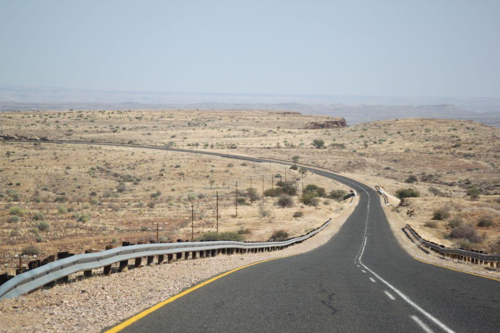 Days in Namibia。荒野の石くれ