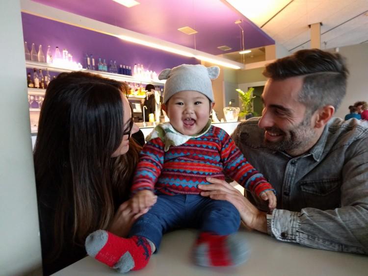 3歳の息子がいる2人はとにかく青をかわいがってくれ、青も大満足でこの表情