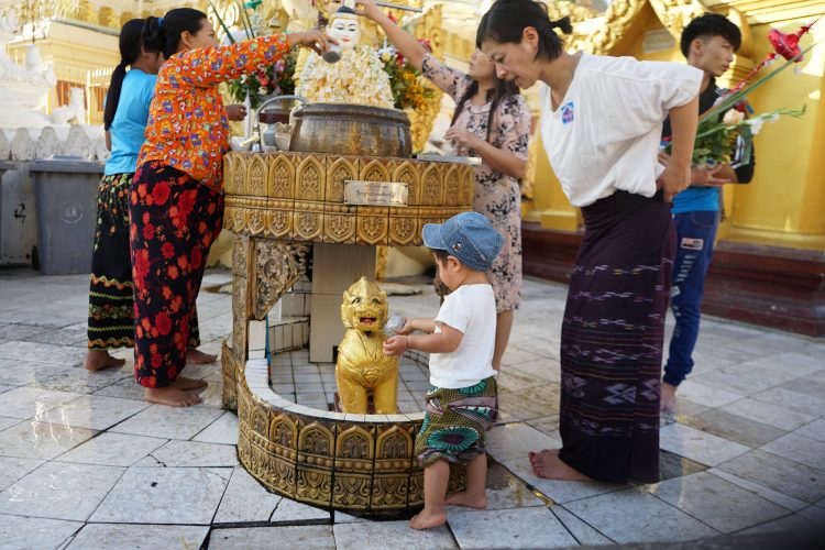 shwedagon_pagoda_friday